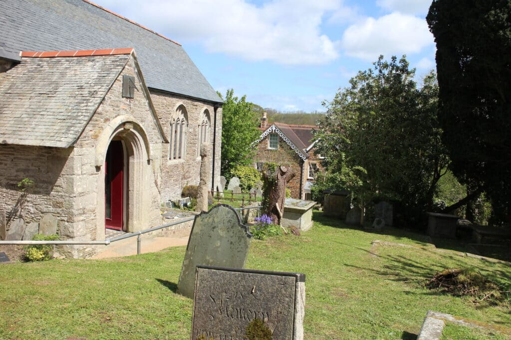Malpas to St Clement Walk - St Clement Church Graveyard